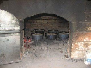 Посадка хлеба в русскую печь.