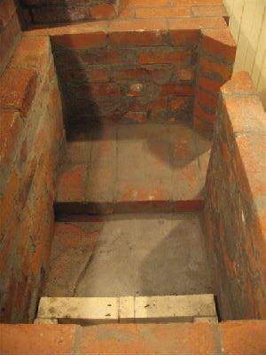 Задняя стенка кухонной плиты на дровах.