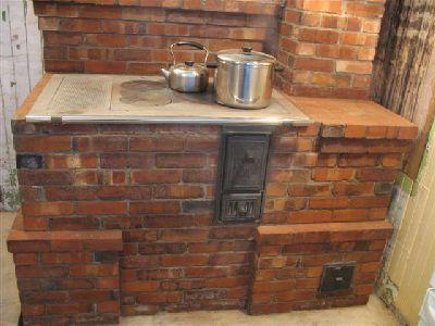 Пробная топка кухонной дровяной плиты.
