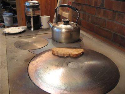 Плиты на дровах в доме.