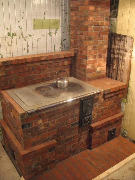 Кирпичная дровяная отопительная печь своими руками